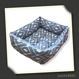 GRAY & WHITE IKAT Pattern Fabric Pet Bed